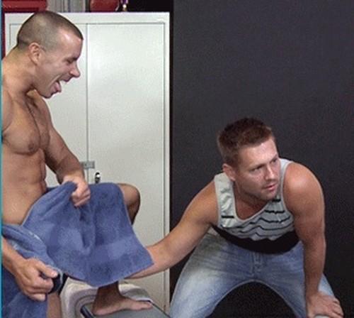 Porn gay amigo le toca la polla