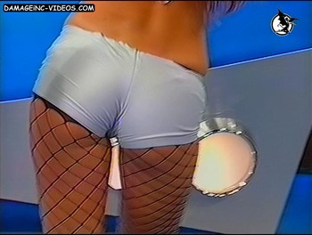 Valeria De Genaro ass in tight shorts and stockings